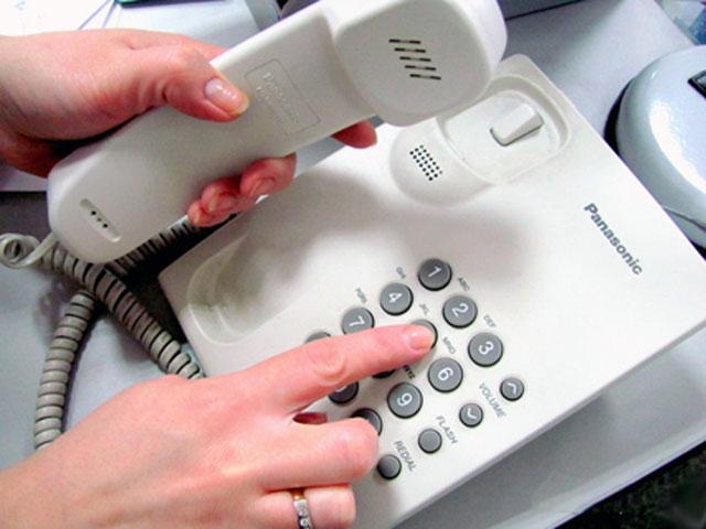 В Оренбургской области продолжает работу специальная телефонная линия, откр